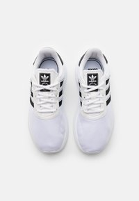 adidas Originals - LA TRAINER LITE UNISEX - Trainers - footwear white/core black - 3
