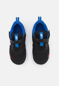 Nike Performance - REVOLUTION 5 UNISEX - Hardloopschoenen neutraal - black/white/universe red/game royal - 3