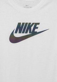 Nike Sportswear - CHROMATIC FUTURA - T-Shirt print - white - 2