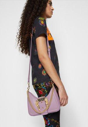 BUCKLE SHOULDER BAG - Across body bag - lavander