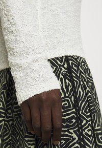 Proenza Schouler White Label - BOBBLE BOUCLE - Jumper - off-white - 5