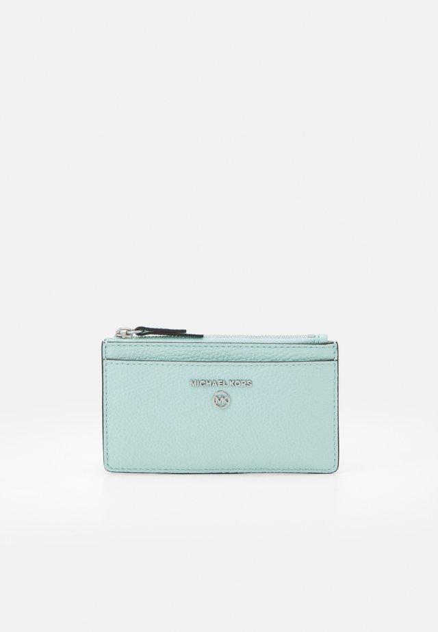 JET SET CHARM SLIM CARD CASE - Portefeuille - fair aqua