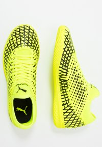 Puma - FUTURE 4.4 IT - Botas de fútbol sin tacos - yellow alert/black