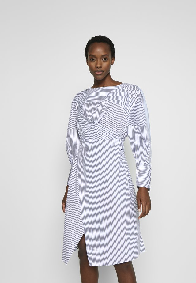 STRIPED OVERLAP DRESS - Vapaa-ajan mekko - navy/cobalt/white