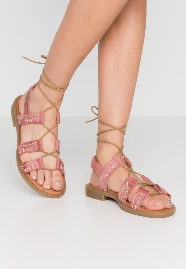 SEDONA - Sandaalit nilkkaremmillä - rojo