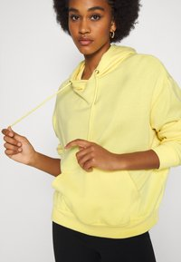Even&Odd - BASIC OVERSIZED HOODIE WITH POCKET - Jersey con capucha - light yellow - 4
