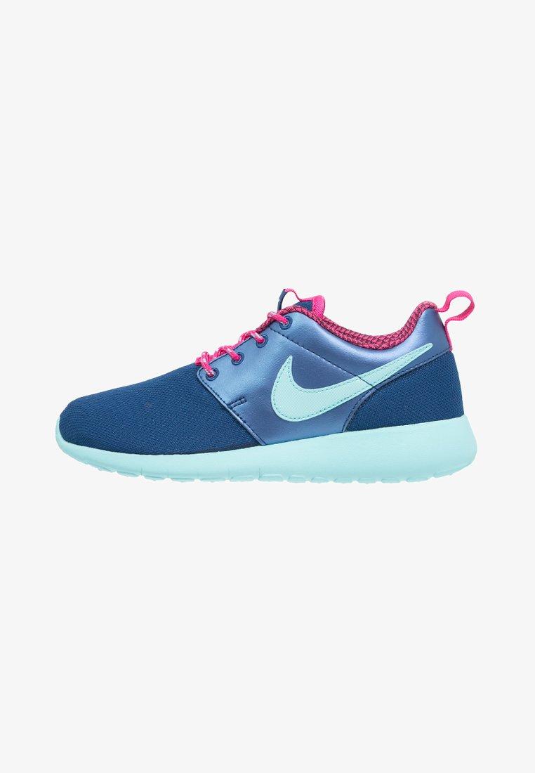 Nike Sportswear - ROSHE ONE - Baskets basses - insignia blue/copa/vivid pink