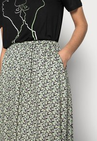 Soft Rebels - LEAH MIDI SKIRT - A-line skirt - green - 3