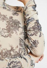 Missguided - PORCELAIN PRINT HIGH NECK BODYSUIT - Top sdlouhým rukávem - nude - 5