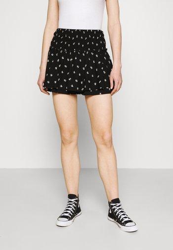 FLIRTY SMOCKED SET SKORT - Mini skirt - black floral