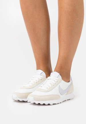 DAYBREAK - Sneakersy niskie - pure violet/summit white/black
