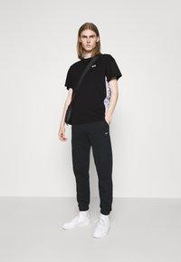 EA7 Emporio Armani - Print T-shirt - black/multicolor - 1