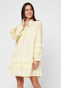Pieces - Robe d'été - pastel yellow - 0