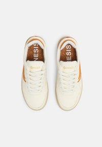 Genesis - SOLEY UNISEX  - Sneakers basse - white/pumpkin - 3