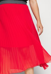 Simply Be - PLISSE MIDI SKIRT - A-line skirt - oxy red - 5