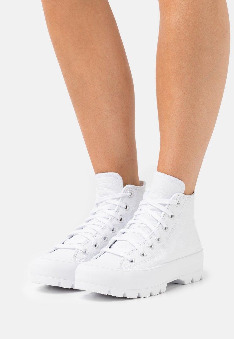 Converse - CHUCK TAYLOR ALL STAR LUGGED - Vysoké tenisky - white/black
