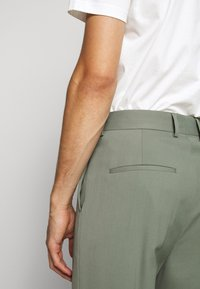 J.LINDEBERG - HAIJ SUMMER  - Trousers - dusk green - 3