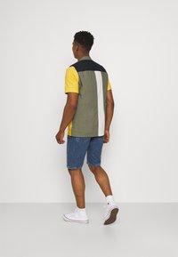 Cotton On - ROLLER SHORT - Denim shorts - coogee blue - 2
