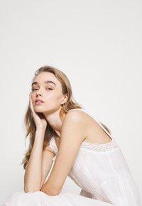 Pepe Jeans - BRENDA - Długa sukienka - off white - 3