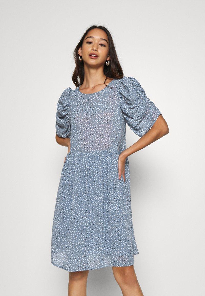 ONLY - ONLZOE DRESS - Denní šaty - faded denim
