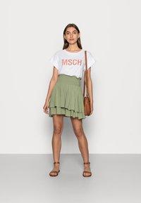 Moss Copenhagen - ALVA SEASONAL TEE - Basic T-shirt - white/rose - 1