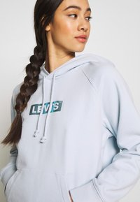 Levi's® - GRAPHIC HOODIE - Hættetrøjer - baby blue - 3