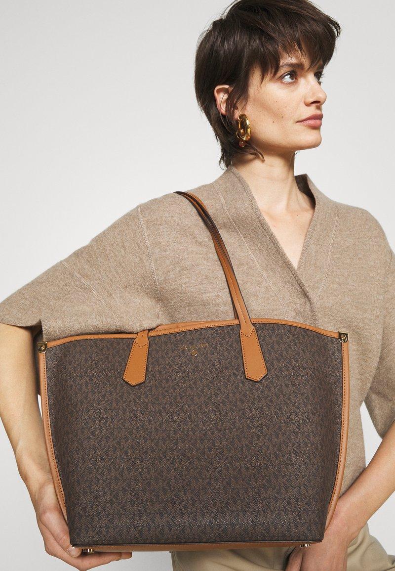 MICHAEL Michael Kors - JANE TOTE - Handbag - acorn