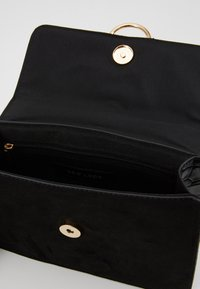 New Look - ROXANNE RING DETAIL CHAIN SHOULDER - Across body bag - black - 4