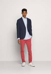 HKT by Hackett - DYE STRETCH - Chino kalhoty - red - 1