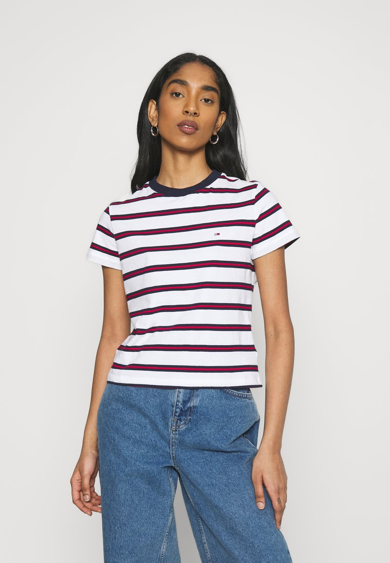 Tommy Jeans - REGULAR CONTRAST BABY TEE - Print T-shirt - white
