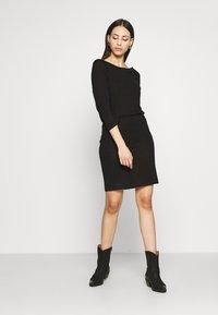 Noisy May Tall - NMHALLEY 3/4 O-NECK DRESS TALL - Neulemekko - black - 1