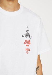 HUF - YEAR OF THE OX TEE - Print T-shirt - white - 6