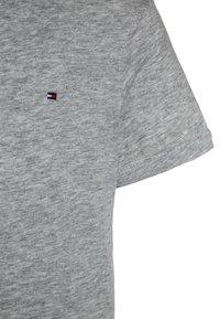 Tommy Hilfiger - BOYS BASIC  - T-shirt basic - grey heather - 2