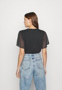 Abercrombie & Fitch - CLIP DOT WRAP - Print T-shirt - black - 2