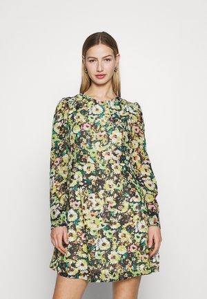 VMNILLA LS SHORT DRESS - Denní šaty - parasailing/nilla