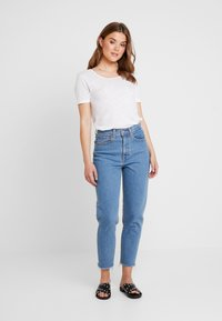 Levi's® - MOM JEAN - Jeans Tapered Fit - pacific sky - 1