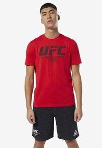 Reebok - UFC FAN GEAR LOGO TEE - Print T-shirt - red - 0