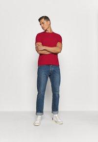 Tommy Hilfiger - SLUB TEE - Camiseta básica - primary red - 1