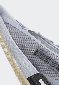 adidas Originals - NMD_R1 SPECTOO UNISEX - Sneakersy niskie - halo silver/core black - 8