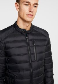 Superdry - COMMUTER QUILTED BIKER - Light jacket - jet black - 4