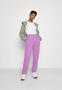 Nike Sportswear - Pantalones deportivos - violet shock/white - 1