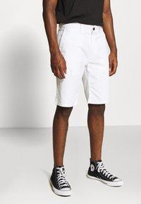 Tommy Jeans - DOBBY CHINO - Szorty - white - 0