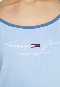Tommy Jeans - STRAP DRESS - Vestido de tubo - light powdery blue - 5