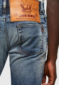 Diesel - D-STRUKT - Straight leg jeans - medium blue - 5