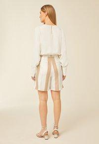 IVY & OAK - Shorts - beige - 1