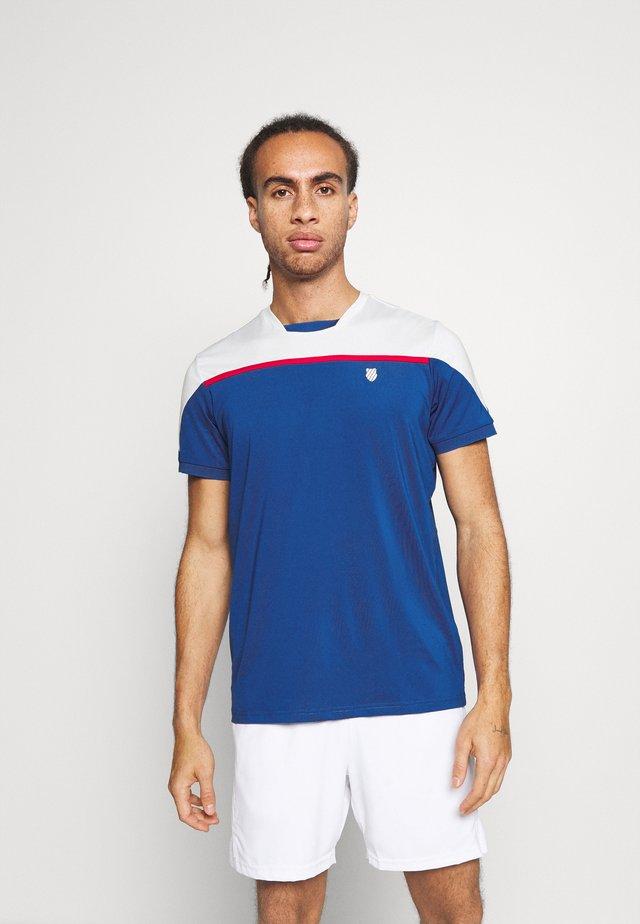 HYPERCOURT BLOCK CREW TEE - Camiseta estampada - dark blue/white