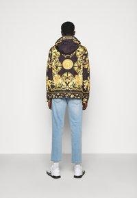 Versace Jeans Couture - PRINT BAROQUE - Lehká bunda - black - 2