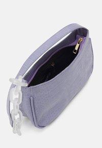 Pieces - PCIZZY SHOULDER BAG - Handbag - purple heather - 2