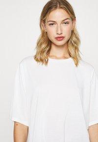 Monki - DORA - Basic T-shirt - white - 5