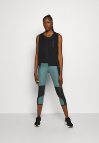 Under Armour - UA QUALIFIER ISO CHILL TANK - Funkční triko - black - 1